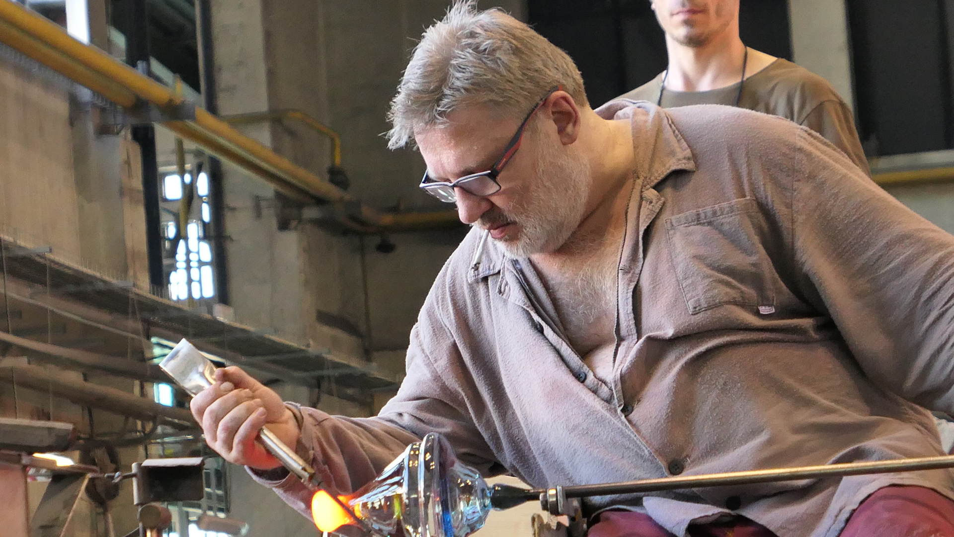チェコの伝統工芸・ボヘミアガラス工房を見学